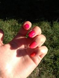 Camaïeu de rouge-rose-orangé avec E.L.F electric fuchsia & mango madness, Essie peach daiquiri, Kiko 283 et Bourjois anti choc n°17